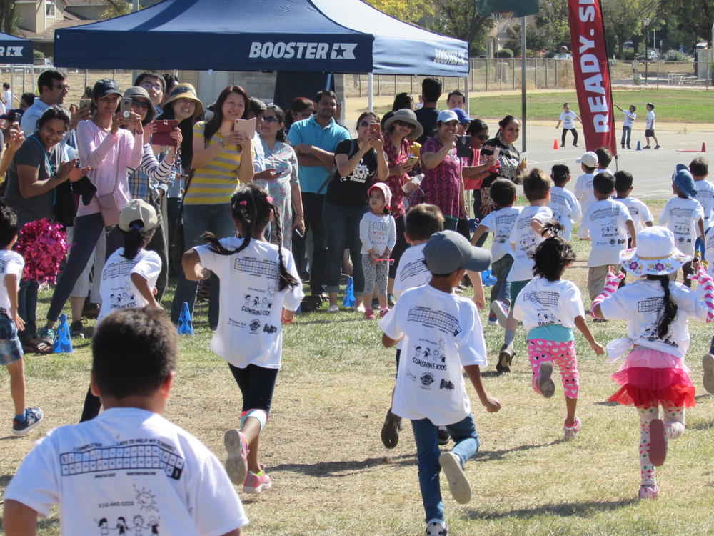Leitch Elementary students run in Fall Stampede.