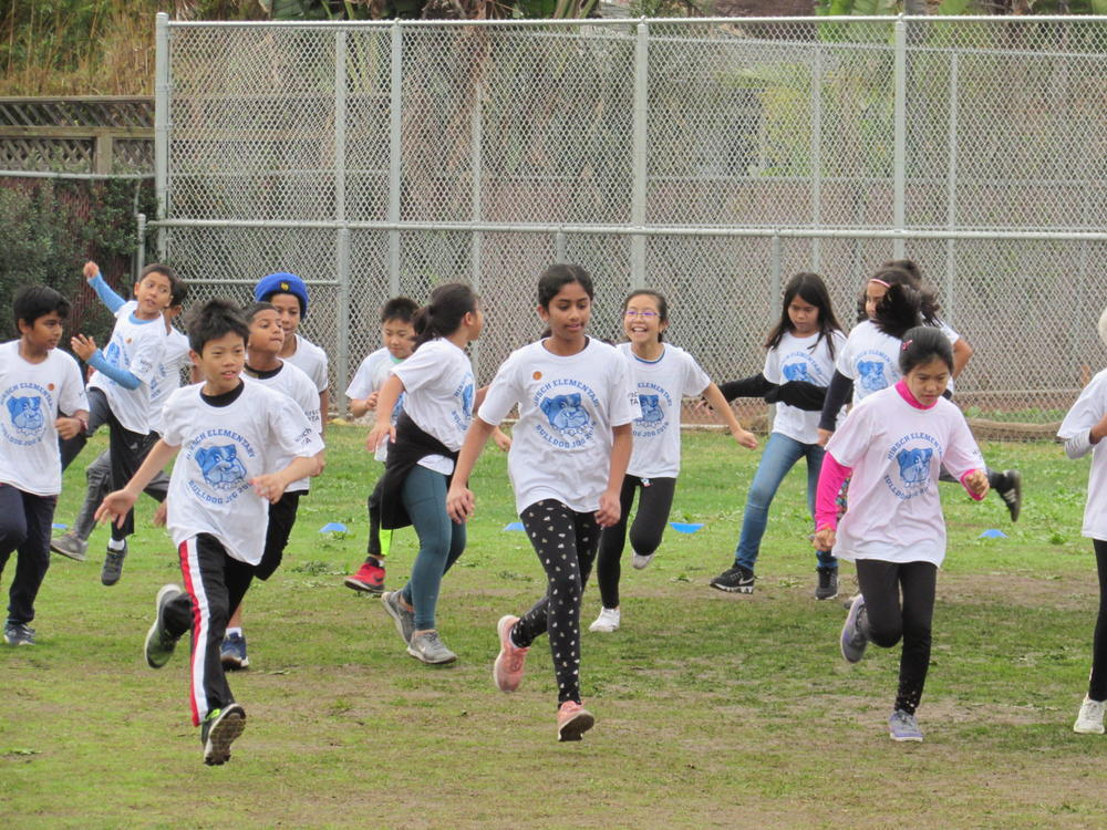 Hirsch students run in annual Bulldog Jog.