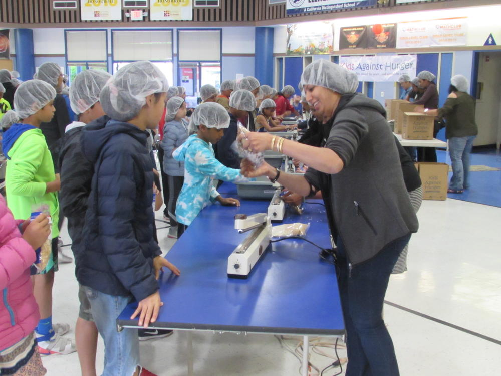 Weibel students and volunteers package meals for children around the world May 30th.