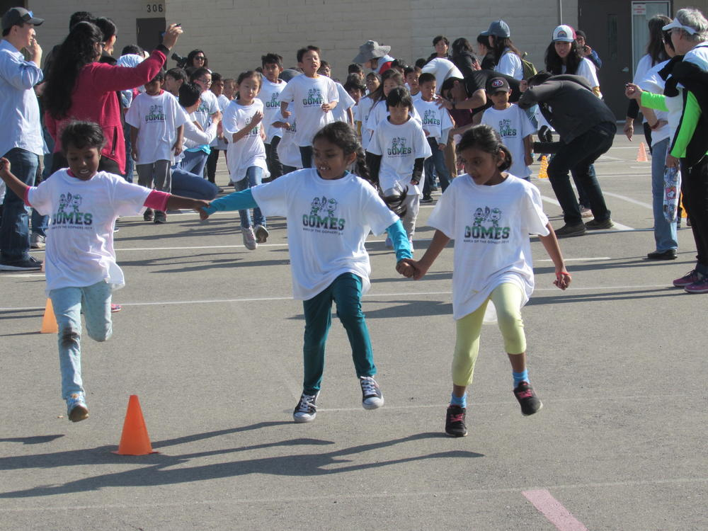 Gomes Elementary students run in annual March of the Gophers fundraiser