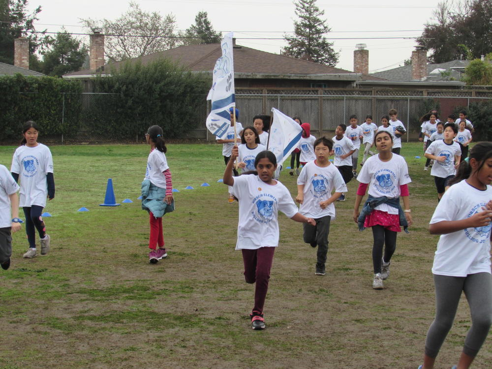 Hirsch students run in annual  Bulldog Jog .