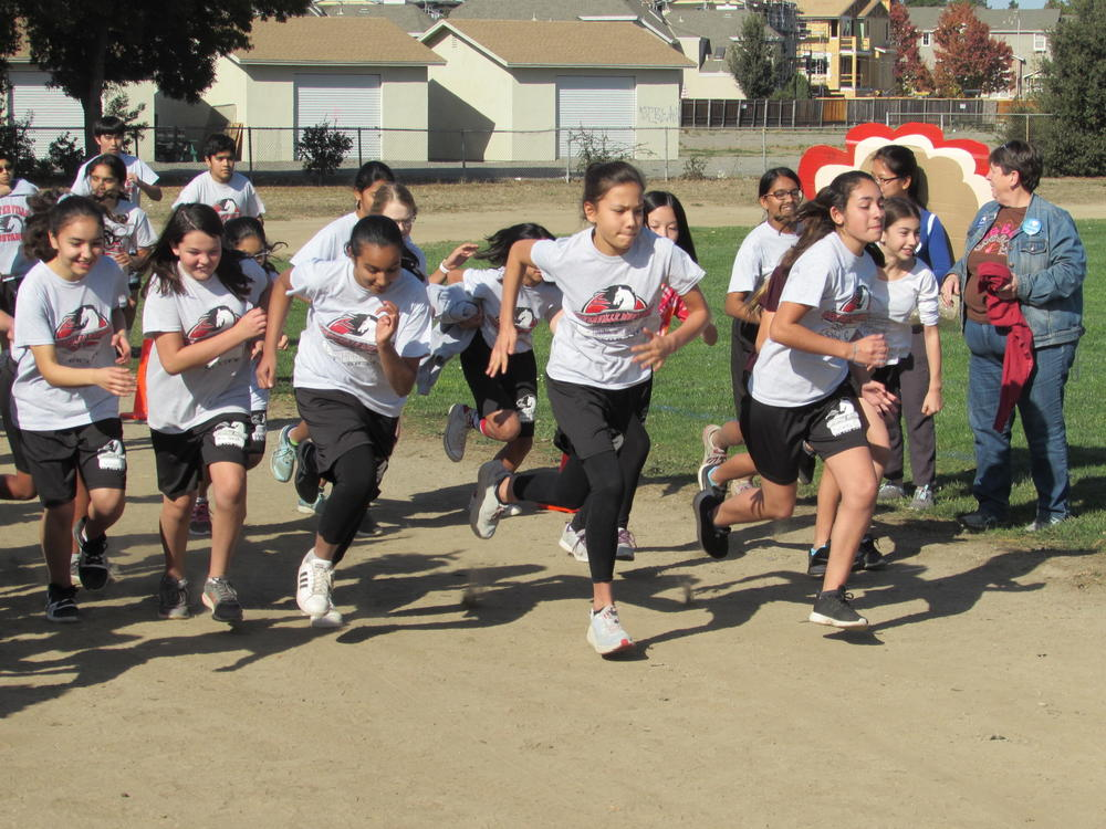 Centerville students race in annual Turkey Trot.
