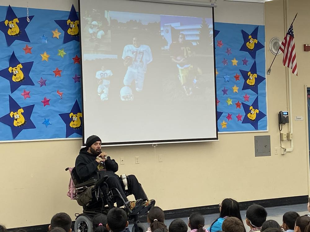 Author Simon Calcavecchia meets with Hirsch students.